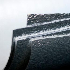 Teilansicht von 5 hintereinander liegenden Alu-Mattenblättern.