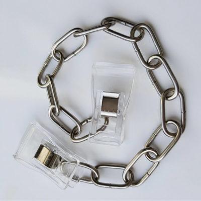 Rostfreie Edelstahlkette mit transparenten Kunststoff-Clipbändern an beiden Enden.
