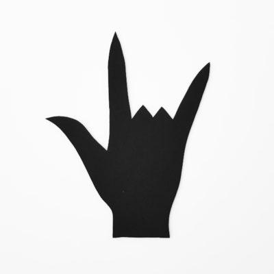 """Silhouette schwarzer Hand, die das """"I lov You""""-Emoji zeigt: Daumen, Zeigefinger und kleiner Finger sind ausgestreckt, Mittel- und Ringfinger eingeklappt."""
