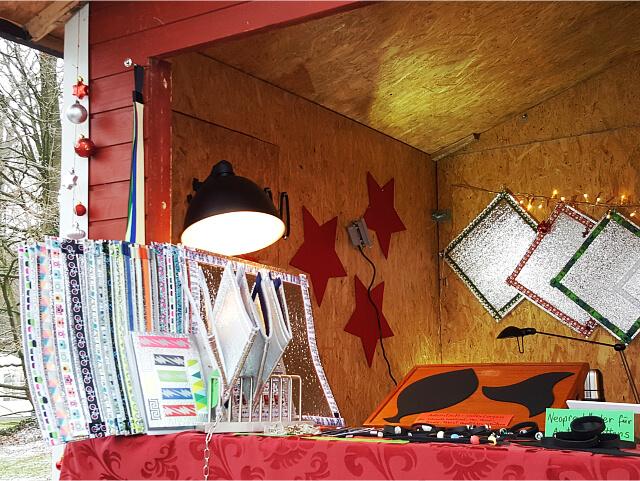 Aus der Sicht der Kunden: Blick auf die Vilu-Produkte am Weihnachtsstand.
