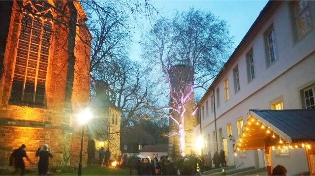 Weihnachtsmarkt Cappenberg - zwischen Platz Schloss und Kirche.