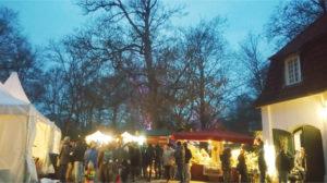 Weihnachtsmarkt Cappenberg - Stände im Schlosspark.