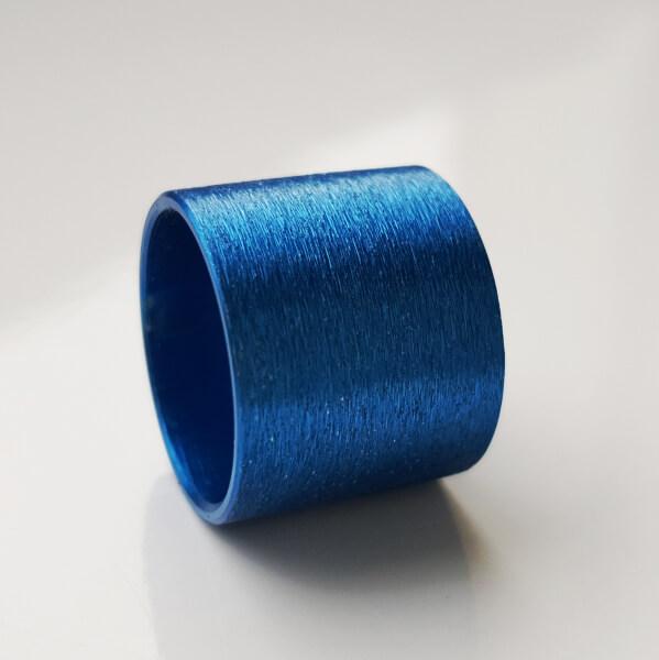 Blau eloxierte Aluminiumrolle.