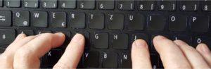 Zu sehen ist die 10-Finger-Grundstellung für das 10-Finger-Schreibsystem auf Tastaturen