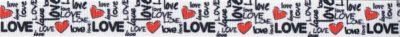 """Der Schriftzug """"Love"""" in verschiedenen Schriftarten hoch- und quergestellt, dazwischen rote Herzen."""