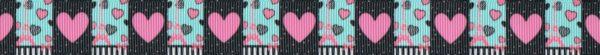 Pinkfarbene Herzen auf sehr dunklem, rotbraunem Hintergrund wechseln sich mit einem Eiffelturmmotiv auf mint ab.