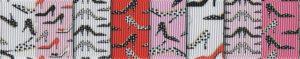 Ripsband mit verschiedenfarbigen, breiten Farbsegmenten in rosa, weiß und rot mit Motivdruck vieler kleiner Damenschuhe mit spitzen, hohen Absätzen, wie sie beim Tangotanzen getragen werden.
