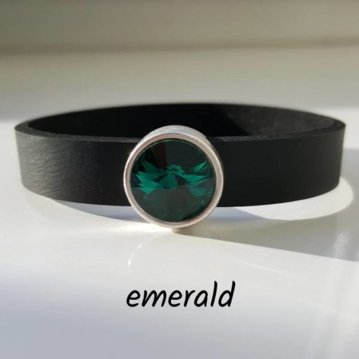 Armband aus Neopren mit dunkelgrünem Glaselement in Schiebeperle Zamak versilbert.