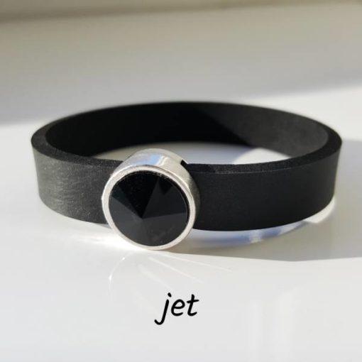 Armband aus Neopren mit tief schwarzem Glaselement in Schiebeperle Zamak versilbert.