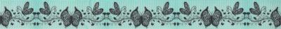 Stilisierte Schmetterlinge verschiedener Größe auf stilisiert gezeichnetem Blätterband. Motiv in schwarz auf mintfarbenem Ripsband-Untergrund.