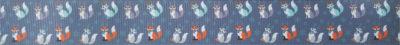 Ripsbanddruck: Kleine bunte Füchse auf grauem Untergrund.