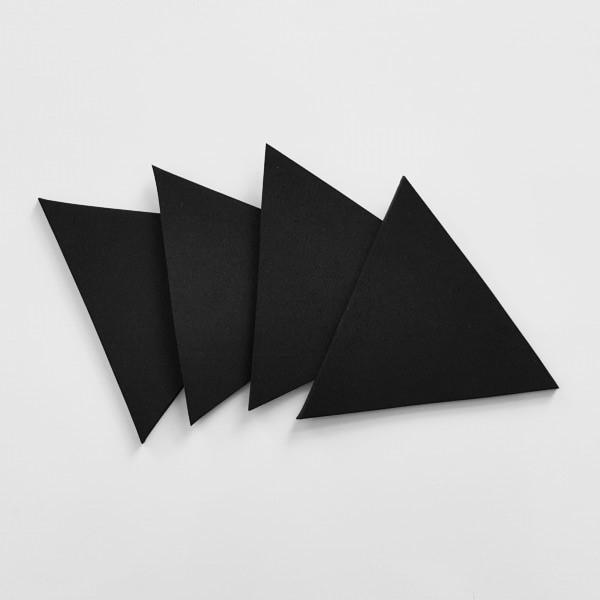Halb übereinander liegende schwarze Dreicke