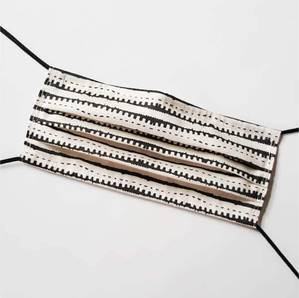 maske dots and stripes