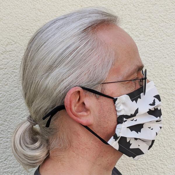 seitenansicht maske mit tunnel