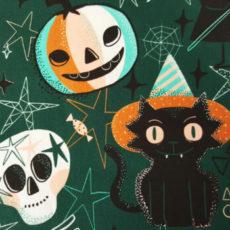 Masken mit Fledermäusen und mittig ein Stoffmuster im Halloweendesign